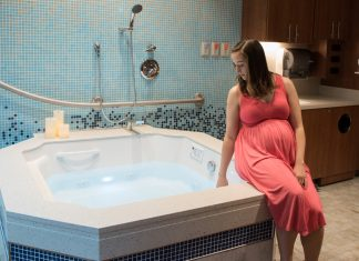 Birthing suite with tub